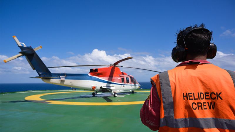 Helicopter landing to an oil rig