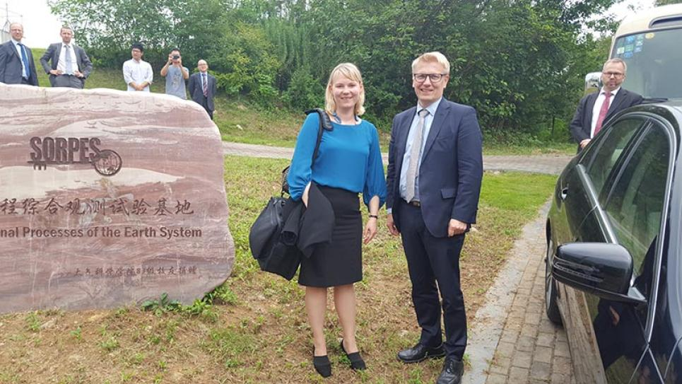 Minister of Environment, Energy and Housing Kimmo Tiilikainen and Vaisala's Hannamari Jaakkola visiting the Air Quality Testbed project in Nanjing.